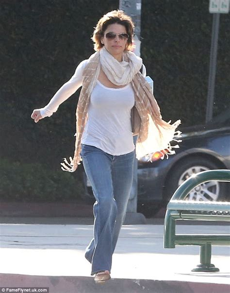 lisa rinna too thin lisa rinna the runner busy actress breaks into a jog as