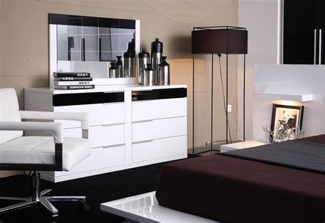 Luxury Home Decor Catalogs by Modrest Impera Contemporary Lacquer Platform Bed Modern