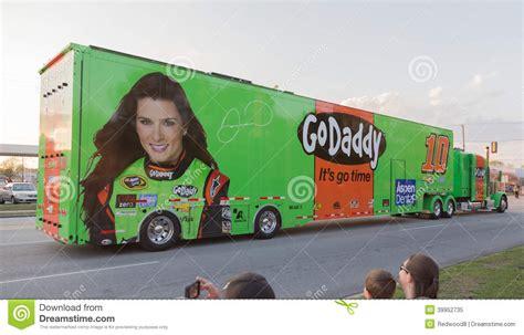 Godaddy Plans Transporteur De Danica Patrick 10 Nascar Image 233 Ditorial