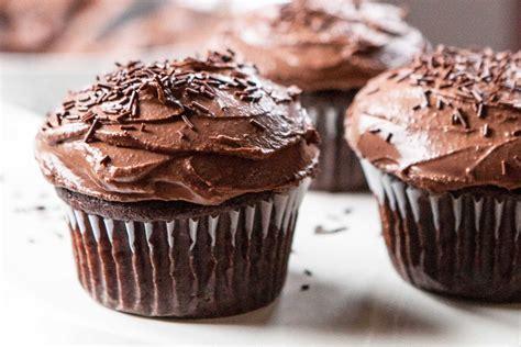 gluten  chocolate banana cupcakes recipe simplyrecipescom