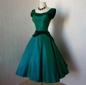 vintage 1950s dress blazing emerald green taffeta and