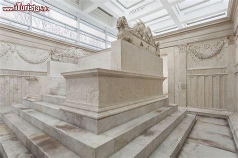 ara pacis interno l altare all interno il cuore dell ara foto roma