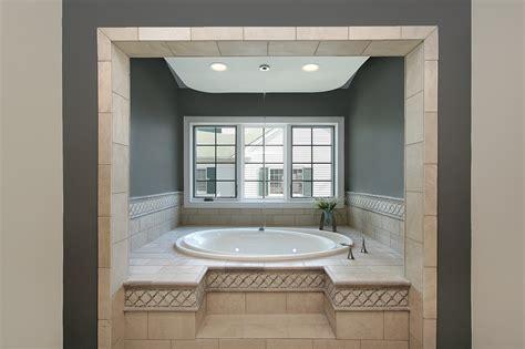 badewanne ausbauen badewanne fliesen verkleiden mj93 hitoiro