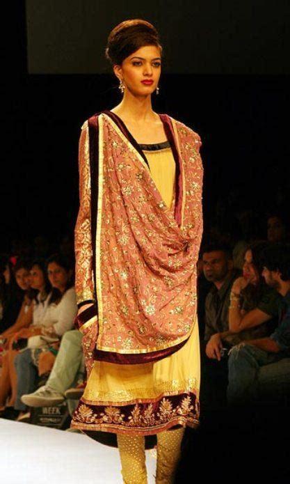 ways to drape a dupatta stylish and modern ways to drape dupatta