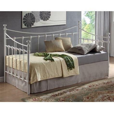 florida style bedroom furniture florida vintage style metal daybed in ivory 27145 furniture