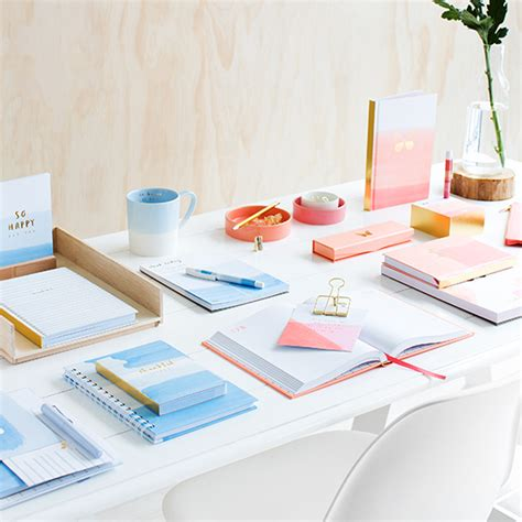 To Detox From Your Desk by 7 Gorgeous Ways To Detox Your Desk