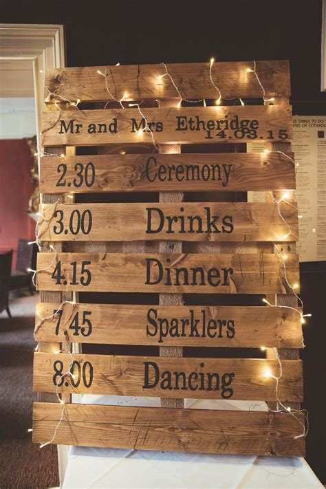 outs top  favorite diy wedding pallet signs