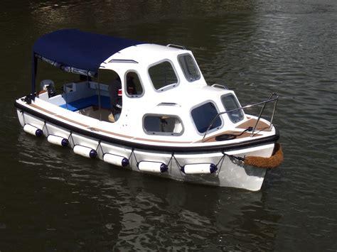 small boat big motor boat hire rowing boats motor boats stratford upon avon