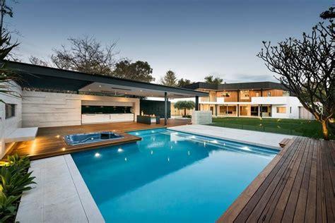 piscina en casa casa de 1980 reformada al estilo moderno arquitexs