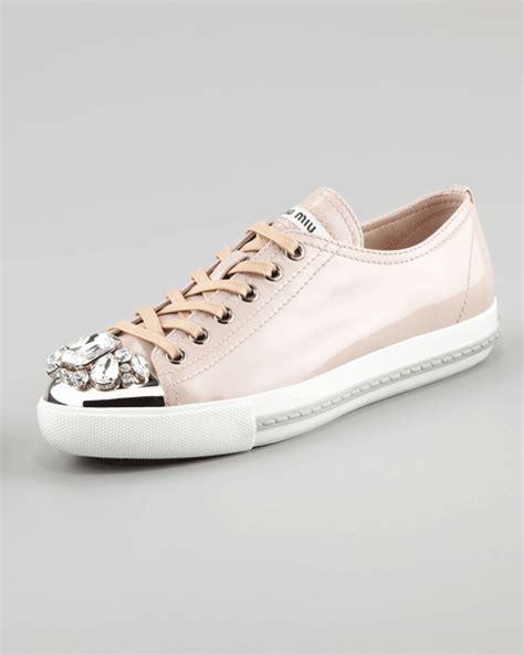 Miu Sneker Swaroksy desejo do dia miu miu e swarovski em sneaker para brilhar glamurama