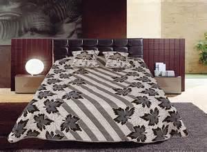 couvre lit marocain table de lit