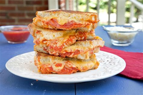 Sandwich Pizza Mozarela pepperoni pizza grilled cheese