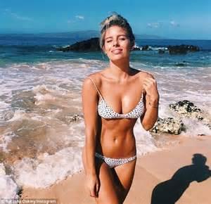 Bikini Blogger by Aloha Bikini Blogger Natasha Oakley Stuns In Patterned Bikini And White Denim Microshorts As