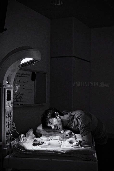 giving room 10 powerful photos of dads in the delivery room to celebrate s day bored panda