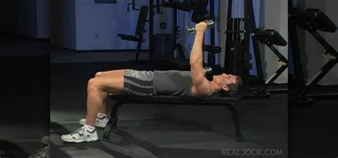 Dumbbell Flys Floor by How To Do Dumbbell Alternating Chest Flys 171 Weights