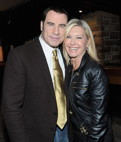 olivia newton john y john travolta john travolta sends message to cancer stricken olivia