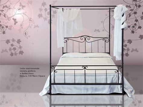 letto a baldacchino in ferro battuto arredare la da letto dei bambini con un letto in