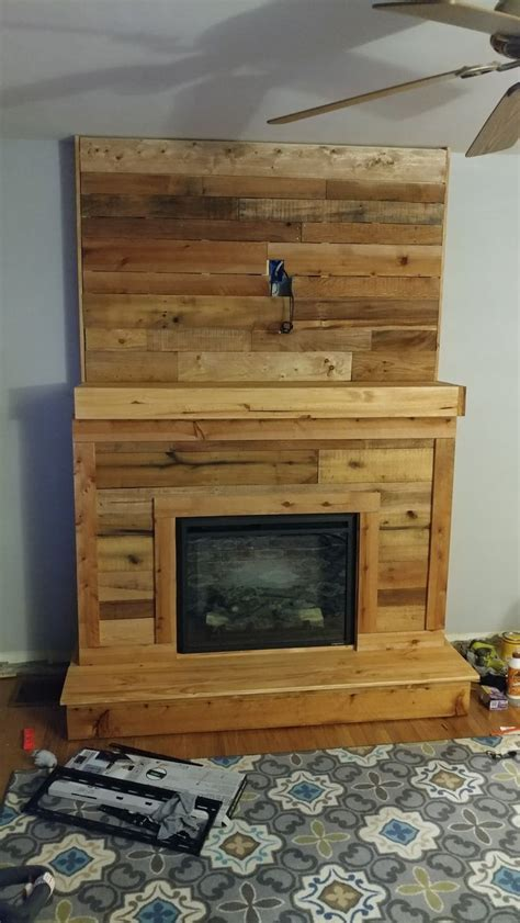 Pallet Fireplace by 1000 Ideas About Pallet Fireplace On Wood