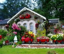 Small garden design with colorful flowers via www gaiff com