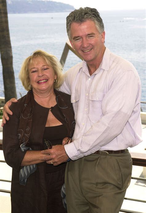 patrick duffy ehefrau patrick duffy gushes about his quot cougar quot wife of 40 years