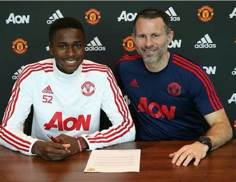 www man u new signing for 2016 man u transfer news new signing matthew olosunde is like