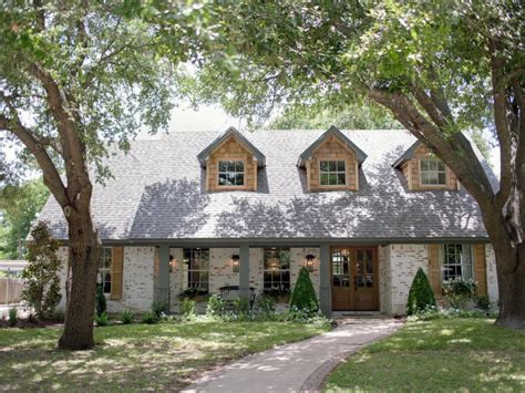 fixer upper house hgtv fixer upper brick house is old world charm for newlyweds