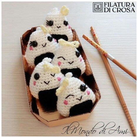 amigurumi onigiri pattern portachiavi onigiri amigurumi realizzati con filato