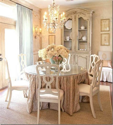 shabby chic decoration for an upscale atmosphere at home
