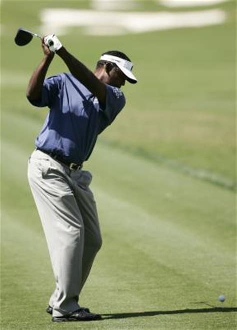shoulder to shoulder golf swing proper shoulder movement in a golf swing golfweek