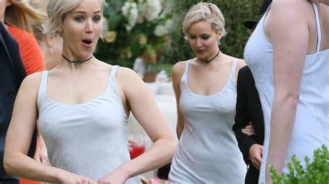 Jennifer Lawrence Caught Braless Flashes Nipple Poke Jennifer Lawrence Goes Braless Expose N Pple Poke At Laura