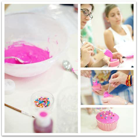 decorar cupcakes con fondant paso a paso c 243 mo decorar cupcakes paso a paso