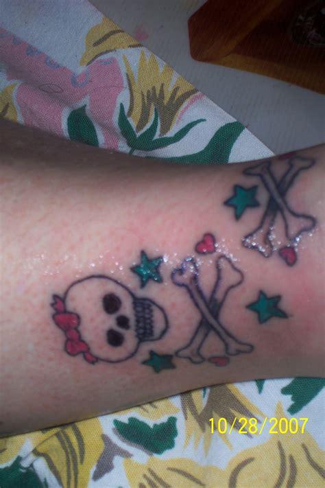 skull and cross bones tattoo gurly skull and cross bones picture