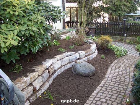gartenbau anleitung natursteinmauer bauen und bepflanzen