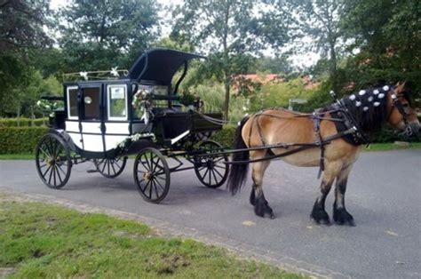 Kutsche Hochzeit by Hochzeit Hochzeitskutsche Echte Pferde Ihr Mit Kutsche