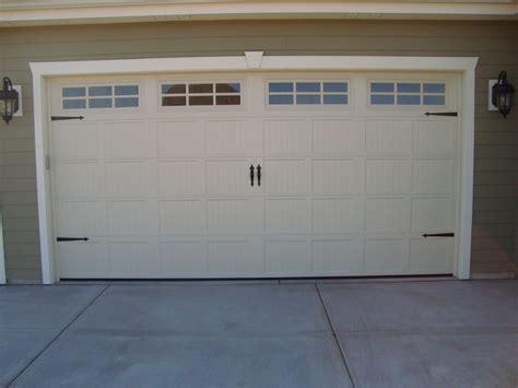Garage Doors Milwaukee by Carriage House Style Garage Doors Craftsman Milwaukee