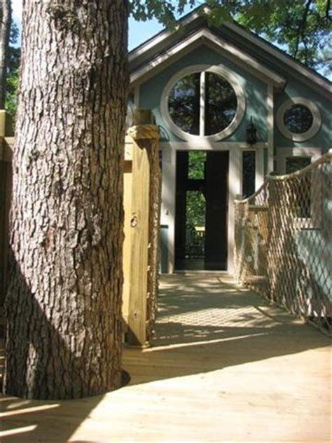 exclusive eureka springs treehouses vacation lodging
