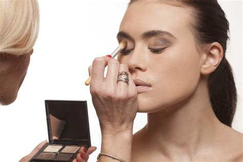 how to become a successful freelance makeup artist career trend