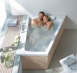 60 inch tub with lots of legroom