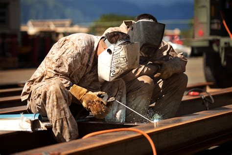 Kaos Welder Metal Workers clb 3 trains to build new bridge gt marine corps base hawaii gt news article display
