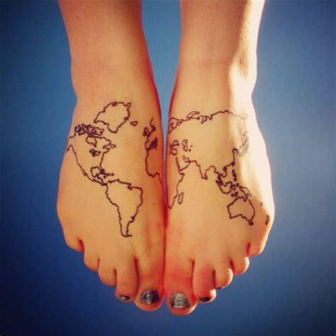 pie tattoo peque 241 o tatuaje de un mapa mundo en los pies