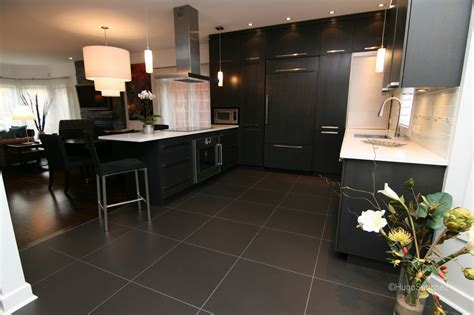 Modern kitchen   Céramiques Hugo Sanchez Inc