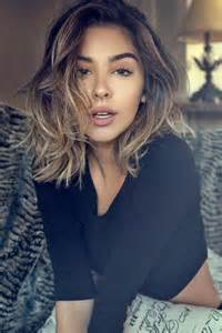 shoulder lengh hair but sides snapped what hairstyle make it look better best 25 shoulder length hair ideas on pinterest medium