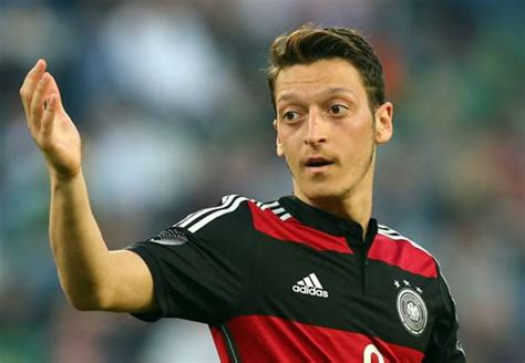 ozil 15 haircut from the side エジルの活躍を確信するレーブ goal com
