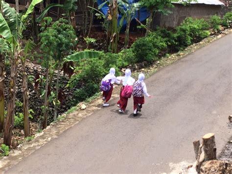 Jilbab Sd mereka senang sekarang bisa memakai jilbab di sekolah