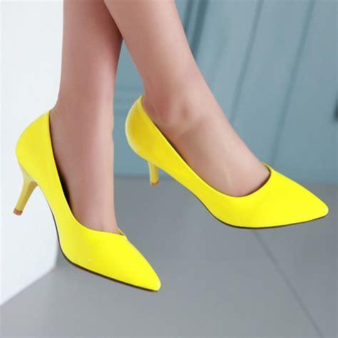 white and yellow heels is heel