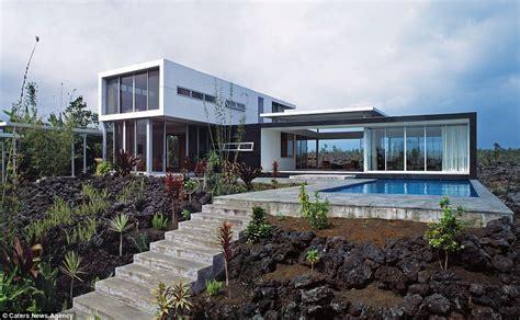 hawaiian house spectacular homes build on hawaiian lavaflow daily mail