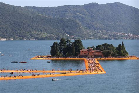 lago iseo lago d iseo the floating piers miracolo dell artista