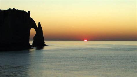 le soleil des scorta 2742760180 offrez vous le plaisir d un coucher de soleil 224 etretat youtube