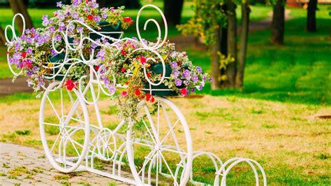 imagenes de jardines en navidad decorar jardines con bicicletas vintage