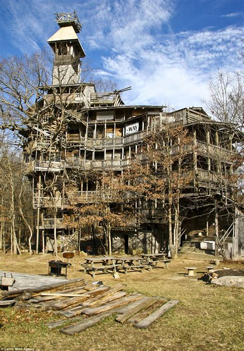 worlds largest house worlds largest tree house stands 10 stories tall treehugger to male models picture